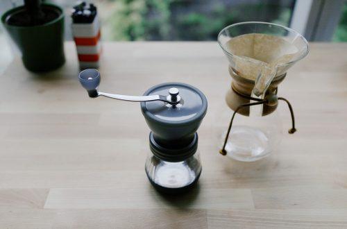 8 Rekomendasi Coffee Grinder Manual dengan Harga Terjangkau