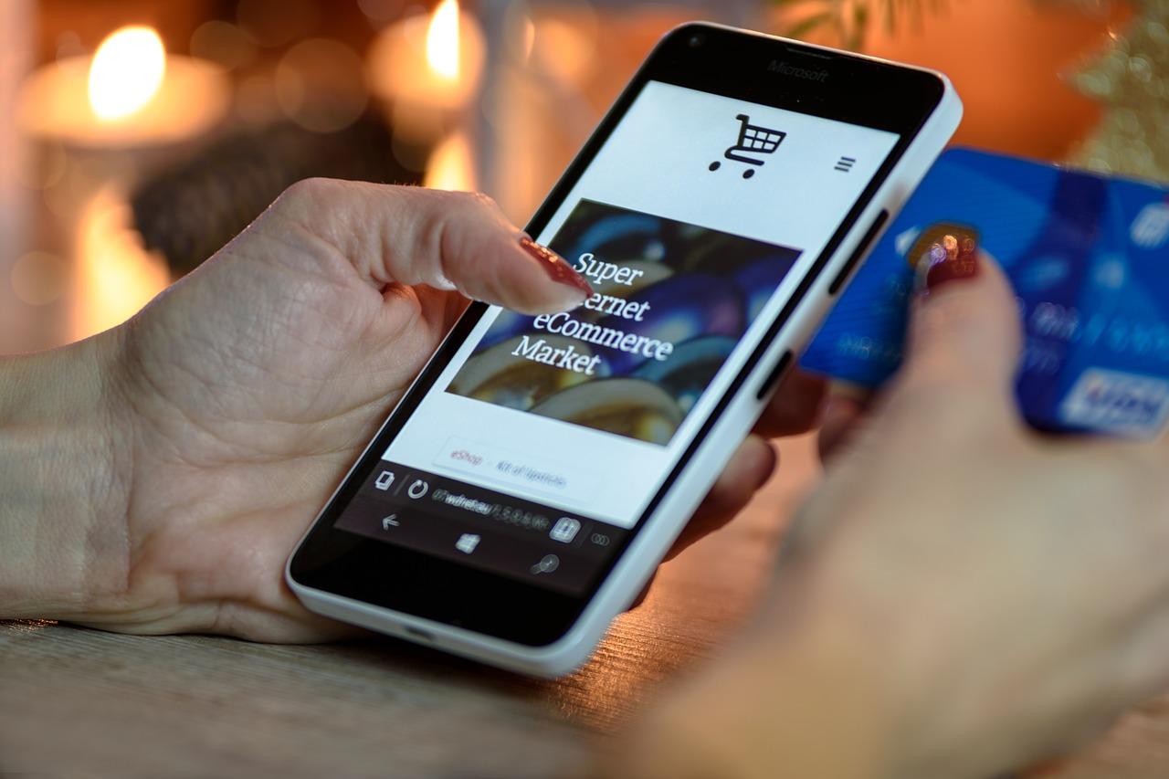 beli pulsa online murah dengan adanya voucher pulsa gratis dari banyak marketplace!